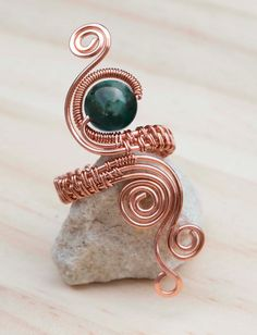 Wire wrapped rings 386042999310050761 - Source by cocowashgm Wire Jewelry Rings, Copper Wire Jewelry, Wire Jewelry Designs, Copper Rings, Beaded Rings, Handmade Jewelry, Jewellery, Bijoux Fil Aluminium, Diy Rings