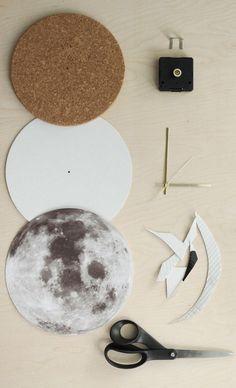 Gorgeous moon clock to DIY
