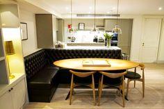 Mesa de canto para separar ambiente de cozinha integrada