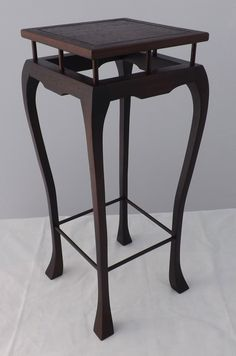 Coffee Table 2019, Wood Plant Stand, Folding Furniture, Wood Display, Stand By Me, Woodworking Projects Plans, Stool, Table Lamp, Gallery