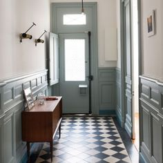 First impression is always important and the hallway is often the first room of any house. It's the first contact a visitor has with your home. Here's part two of typical mistakes to avoid when remodeling the hallway. Tiled Hallway, Entry Hallway, Hallway Ideas, Entryway Ideas, White Hallway, Entryway Decor, Hall Tiles, Entry Tile, Hallway Flooring