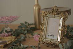 A Anne sempre sonhou em ter uma comemoração especial com as amigas antes de se casar. Viu no chá a oportunidade perfeita de realizar o seu sonho. Como achava a temática do chá de cozinha tradicional um pouco ultrapassada (para o seu gosto) resolveu inovar e ...