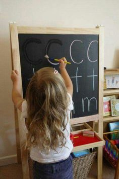 Taalontwikkeling Learning letters-painting over chalked letters using water. Preschool Literacy, Montessori Activities, Alphabet Activities, Writing Activities, In Kindergarten, Preschool Activities, 3 Year Old Activities, Preschool Alphabet, Alphabet Crafts