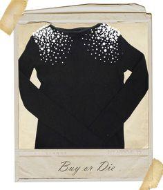 Suéter preto com aplicações de pérolas em 3 tamanhos.