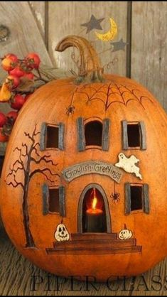 Citrouille D'Halloween Halloween pumpkin sculpture, Samain. Pumpkins carved with art and originality for the decoration of the pagan Halloween party. Halloween Pumpkin Designs, Halloween Tags, Spooky Pumpkin, Holidays Halloween, Easy Halloween, Vintage Halloween, Halloween Party, Halloween Projects, Halloween 2020