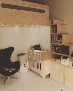 Indret et deleværelse med plads til begge børn og deres interesser. Kig med i vores galleri med 15 inspirerende deleværelser her! Junior Loft Beds, Room Inspiration, Baby Room, Cribs, Kids Room, Plads, Furniture, Barn, Home Decor