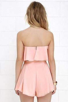 Admirers of on-trend fashion can't help but be a little envious of you in the Squad Goals Peach Strapless Two-Piece Set! Summer Shorts Outfits, Trendy Summer Outfits, Short Outfits, Classy Outfits, Fall Outfits, Dress Outfits, Casual Outfits, Cute Outfits, Pleated Shorts