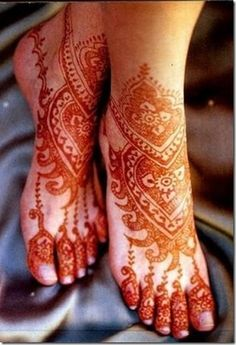 """Mehndi or """"Mehendi"""" or henna is a paste that is bought in a cone-shaped tube and is made into designs for men and women. Mehndi is derived from the Sanskri… Mehndi Tattoo, Henna Tattoos, Henna Tattoo Designs, Body Art Tattoos, Mandala Tattoo, Mehandi Henna, Hena Designs, Paisley Tattoos, Leg Mehndi"""