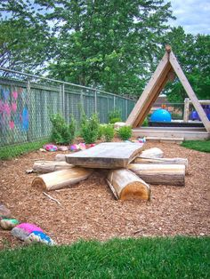 discovery table at Lakeshore Daycare Natural Playground + A structure – Diy Garden İdeas Outdoor Learning Spaces, Kids Outdoor Play, Outdoor Play Areas, Kids Play Area, Backyard For Kids, Outdoor Fun, Backyard Ideas, Backyard Picnic, Backyard Shade