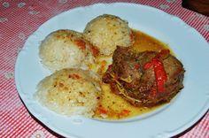 Teľacie mäso patrí medzi najkvalitnejšie mäsa. Ide o mäsa z mladej kravičky alebo býka. Mäso je veľmi jemné a doslova sa rozplýva na jazyku. Príprava nie je taká zdĺhavá ako pri klasickom hovädzom mäse z dospelej kravy. Pečené teľacie pliecko spolu s horčicou a cibuľou získa nezabudnuteľnú chuť. Grains, Rice, Food, Essen, Meals, Seeds, Yemek, Laughter, Jim Rice