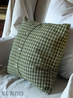 Sew Pillow men s shirt turned into a pillow, home decor, repurposing upcycling, reupholster - I found this great plaid shirt at the thrift store. Perfect for my Christmas pillows! This is an easy project that doesn't take much time at all. And no sewing… Sewing Hacks, Sewing Crafts, Sewing Projects, Sewing Ideas, Old Shirts, Dad To Be Shirts, Old Clothes, Sewing Clothes, Sewing Men