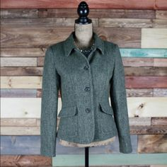 """Olive Green Wool Blazer Fossil - Sz 4 Olive Green Wool Blazer Fossil - Sz 4  Earthy olive green vintage style jacket. Woven herringbone pattern in shades of green. Perfect for fall. Pristine condition, no signs of wear.   Bust: 18"""" / Shoulders: 17.5"""" (Laying Flat) Length: 23""""  #fossil #chic #fallfashion #woodsnap #coat #jacket #woolblend #blazer #earthy #earthtones #neutrals Fossil Jackets & Coats Blazers"""