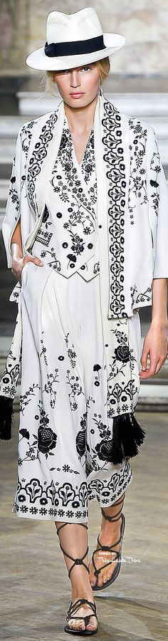 Temperly London Spring 2016 RTW ♔ Très Haute Diva ♔For more fashion visit my website at http://www.treshautediva.com/temperley-london-spring-2016-pinterest