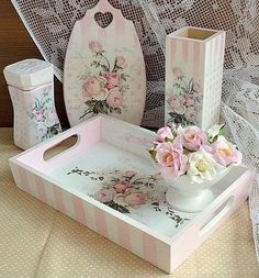 Ideas Shabby Chic Art Painting Decoupage For 2019 Pintura Shabby Chic, Baños Shabby Chic, Shabby Chic Painting, Shabby Chic Pillows, Shabby Chic Crafts, Shabby Chic Interiors, Shabby Chic Homes, Shabby Chic Furniture, Chic Bedding