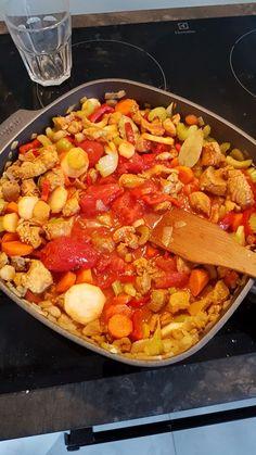 Pożywny i niskokaloryczny gulasz z indyka z warzywami - Mocne Kalorie Paella, Cooking Time, Dinner, Ethnic Recipes, Food, Dining, Food Dinners, Essen, Meals