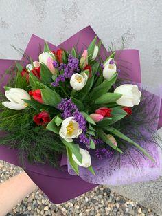 Dovoz tulipánů po Praze Prague, Floral Wreath, Wreaths, Flowers, Shop, Home Decor, Floral Crown, Decoration Home, Door Wreaths
