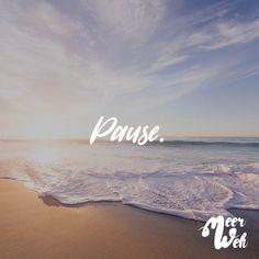 Visual Statements®️ Pause. Sprüche / Zitate / Quotes / Meerweh / reisen / Fernweh / Wanderlust / Abenteuer / Strand / fliegen / Roadtrip