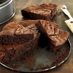 Retrouvez le dessert indispensable et incontournable de l'Institut Paul Bocuse : le fondant au chocolat. Découvrez la recette sur Likeachef.
