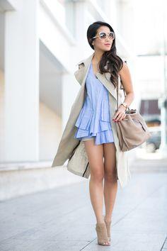 Street Style Fashion: Wendy Nguyen lleva un chaleco Teoría beige y azul plisado superior Marissa Web emparejado con tacones Aquazzura y un bolso Mulberry