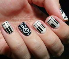 A kép legnépszerűbb címkéi között van: nails, music, piano, black és nail art