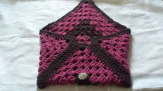 The clutch bag opening. Crochet Clutch Bags, My Works, Etsy Shop, Blanket, Projects, Shopping, Crochet Purses, Log Projects, Rug