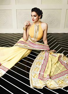 Faux Georgette Cream Patch Border, Print and Resham Designer Saree www.ethnicoutfits.com Product Code : (4708) Email : support@ethnicoutfits.com What's app : +918141377746 Call : +918140714515