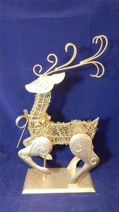 """18"""" Glittered Gold Tone Metal & Wire Christmas Holiday Reindeer EUC"""