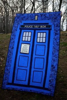 What is the perfect gift for a Dr. A Tardis quilt. It was pure dumb luck that I stumbled on to the recently released line of Dr. Who prints at Joann Fabrics right as I was loo… Easy Quilt Patterns, Cross Stitch Patterns, Tardis Quilt Pattern, Quilting Projects, Sewing Projects, Quilting Ideas, Doctor Who Quilt, Country Quilts, Quilted Table Runners