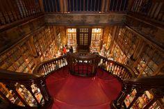 世界遺産にも登録されているポルトガルのレロ書店の紹介