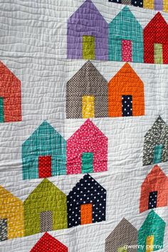This fall I hit a deadline that crept up on me much quicker than I thought it would. Time to make my youngest a twin-size quilt so that sh. House Quilt Patterns, House Quilt Block, Quilting Projects, Quilting Designs, Quilting Tips, Crazy Quilting, Craft Projects, Modern Quilt Blocks, Modern Quilting