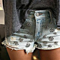 64 trendy how to wear shorts jeans casual Amo Jeans, Looks Style, My Style, Embellished Shorts, Studded Shorts, Summer Outfits, Cute Outfits, Summer Shorts, Moda Chic