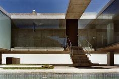 SPBR - House in Ribeirão Preto, São Paulo 2000. Photos © Nelson Kon.
