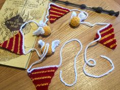Ideas - Lanas y Ovillos FB➡️@lanasyovillos IG➡️@lanasyovillos Crochet Bunting, Crochet Garland, Crochet Decoration, Crochet Chain, C2c Crochet, Crochet Patterns, Crotchet, Harry Potter Tie, Harry Potter Crochet