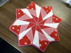 Attic Window Quilt Shop: Christmas holiday table topper