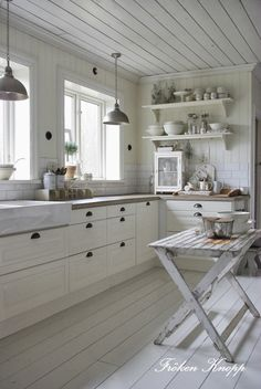 New Kitchen Tiles Scandinavian White Cabinets 29 Ideas Swedish Kitchen, Country Kitchen, New Kitchen, Kitchen Dining, Kitchen Decor, Kitchen Wood, Kitchen Small, Nordic Kitchen, White Kitchen Cabinets