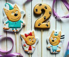 Знакомьтесь, три кота!))) #имбирныепряники #foodporn #sweet #yammy#instafood #sweettooth #имбирныйпряник #cookie #cookiedecorating #soyummy #getinmybelly #tagstagrame #sweet #decoratedcookies #royalicing #cookieart #cookies #cakeporn #desserts #расписныепряники #mycupcakeaddiction #brookiescookies #cakes #instagram #sweetlychicevents #kitty #трикота #cat