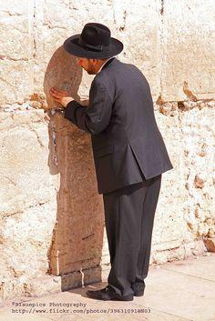 Jerusalem, Western Wall, Praying ღ✟ Terra Santa, Visit Israel, Arab Spring, Western Wall, Shabbat Shalom, Jerusalem Israel, Most Beautiful People, Travel Oklahoma, Holy Land