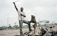 'The Hyena and Other Men,' y otras Fotografías por Pieter Hugo