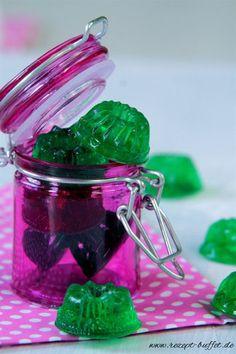 Low Carb - Einfaches Rezept für Fruchtgummis ohne Zucker.