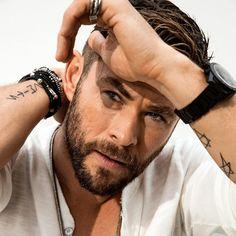 Hemsworth Brothers, Chris Hemsworth Thor, Actor Photo, Clint Barton, Hot Guys, Hot Men, Tony Stark, Chris Evans, Perfect Man