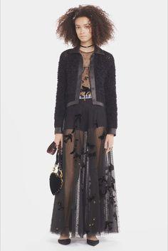 Guarda la sfilata di moda Christian Dior a Parigi e scopri la collezione di abiti e accessori per la stagione Pre-Collezioni Autunno-Inverno 2017-18.