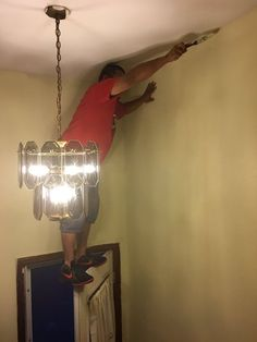 Most of the dangerous works done by men and sometimes they don't care about safety first. Take a look at these 40 funny safety fail pictures of men that confirms why women live longer than men. Safety Fail, Funny Photos Of People, Funny Pictures, Random Pictures, Funny Pics, Safety Pictures, Crazy Pictures, Fail Pictures, Hilarious Memes