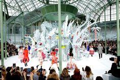 Chanel hace alarde de su capital artesanal en la colección de alta costura que presenta en la semana de la moda de París