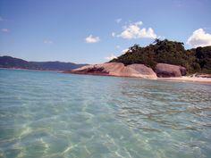 Florianópolis ou Ilha da Magia tem mais de 100 praias para você se aventurar e se divertir. Conheça aqui as melhores praias de Florianópolis.