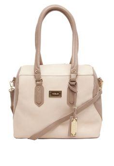Bolsa Vogue Geométrica Bege, com tag da marca, chaveiro personalizado e um  bolso externo 80c95ededf