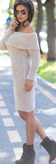 Rochie tricotata cu guler