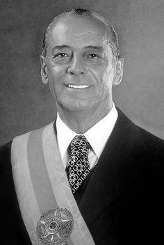 João Baptista de Oliveira Figueiredo[1] GCC • GCA • GColSE • GCIH (Rio de Janeiro, 15 de janeiro de 1918 — Rio de Janeiro, 24 de dezembro de 1999) foi um geógrafo, político e militar brasileiro, tendo sido 30º Presidente do Brasil de 1979 a 1985 e o último presidente do período do regime militar.1 Nascido na Rua Sá Freire no bairro Imperial de São Cristóvão no Rio de Janeiro era filho do General Euclides Figueiredo, comandante da Revolução Constitucionalista de 19322 ,