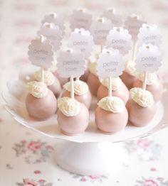 cake pops http://petitepie.wordpress.com/2013/05/27/oh-sweetmonday-schokolade-kuchenpralinchen-am-stiel/
