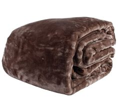 This cosy mink blanket is perfect for those colder nights. Make this mink blanket your winter blanket and keep the cold out. Winter Blankets, Cold Night, King Queen, Mink, Outdoor Blanket, Classic, Chocolate, Derby, Chocolates