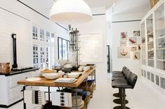 Design Store(y) heads to the West Coast this week, landing in San Francisco's Laurel Heights neighborhood to tour March. Proprietor Sam Hamilton, who worked at Ralph Lauren before opening the shop back in 2002, recently relaunched her business, with a whole new twist.